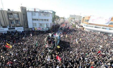 Ressa al corteo funebre di Soleimani in Iran, almeno 50 morti. Rinviata sepoltura del generale