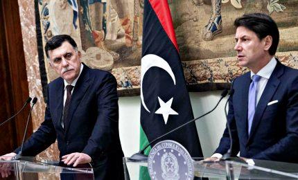 """Libia, Conte a Sarraj: """"Preoccupati per escalation"""""""