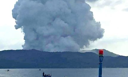 Filippine, vulcano Taal erutta ed è allerta