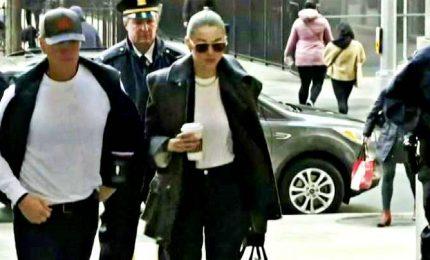 L'arrivo in tribunale di Gigi Hadid per processo Weinstein