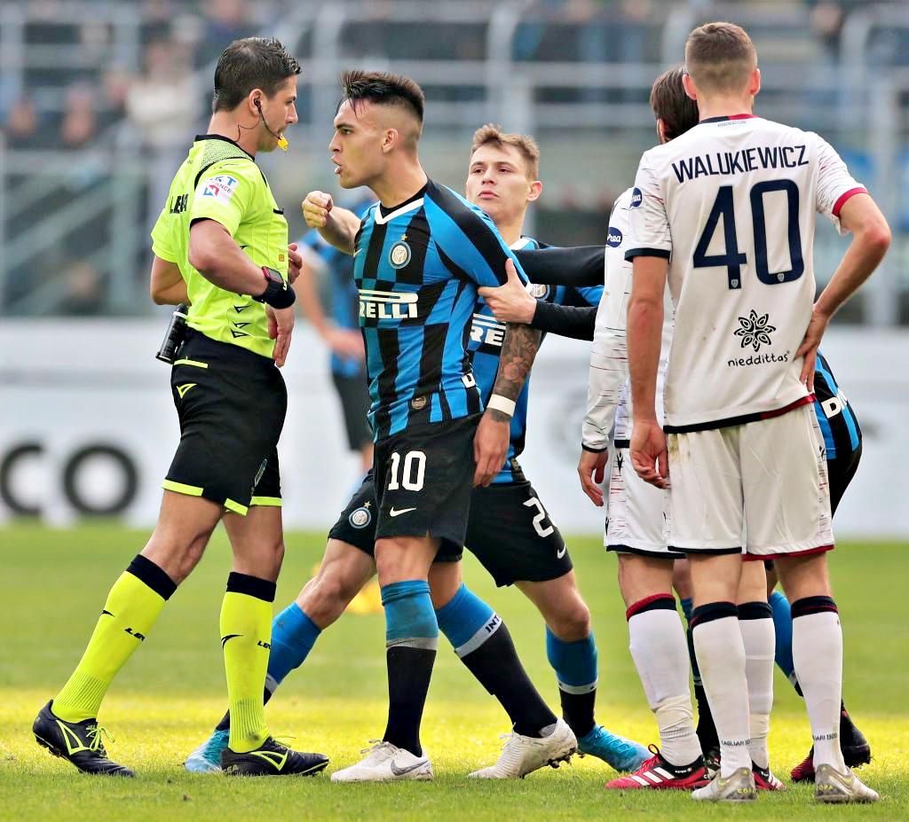 Rosso a Lautaro, finale-caos in Inter-Cagliari