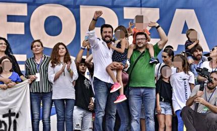 """A Bibbiano Salvini porta in piazza il dolore: """"Faremmo tutto il possibile perche' sia fatta giustizia"""""""