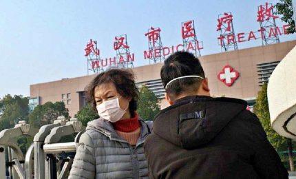 """Coronavirus, terza vittima cinese. Xi: """"fermare"""" il contagi. Un caso in Sudcorea. Schizza il business delle mascherine"""