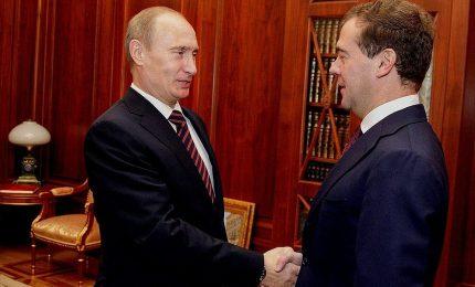 Mossa a sorpresa di Medvedev, Putin chiede riforme e governo russo si dimette