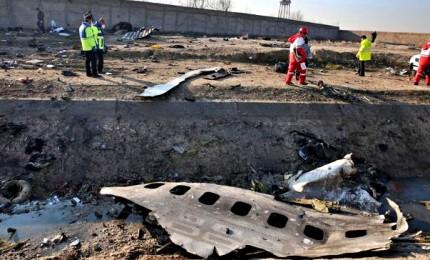 Precipita Boeing diretto a Kiev, 176 morti tra cui 15 bambini. Iran non consegnerà scatole nere