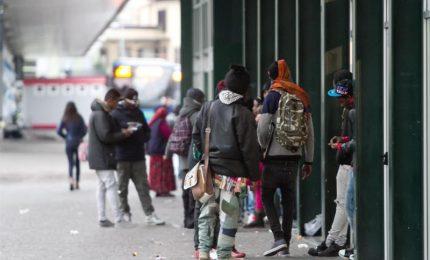 """Sassaiola di baby gang a Napoli, """"assalto"""" alla polizia"""