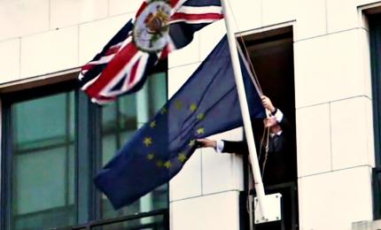 E' il giorno della Brexit, tolta la bandiera Ue dalla rappresentanza Uk. Ecco cosa succede in Gb. E come cambia l'Europarlamento