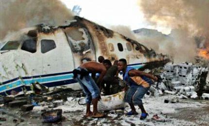 Precipita aereo militare in Dafur: almeno 18 morti, anche 4 bambini