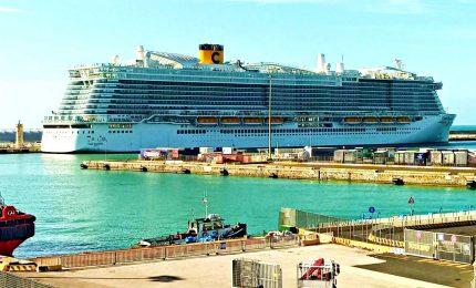 Coronavirus, bloccata a Civitavecchia nave con 7mila passeggeri. La relazione del ministro. Russia chiude i confini con la Cina
