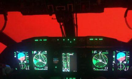 Incendi Australia, i piloti in volo in un cielo infuocato