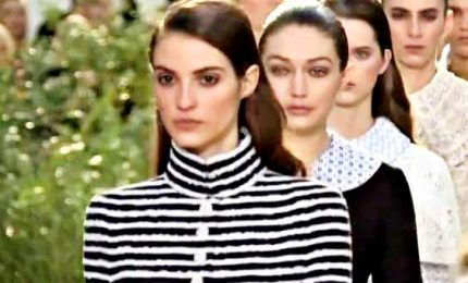 A Parigi sfila l'infanzia di Chanel fra pizzi e ricami