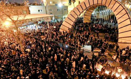 Iran, studenti di nuovo in piazza per l'abbattimento dell'aereo. Scontri con i manifestanti, la polizia spara