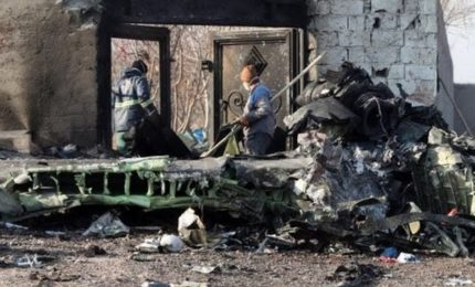 Schianto Boeing a Teheran, 2 missili contro l'aereo ucraino abbattuto. Iran, ipotesi senza senso