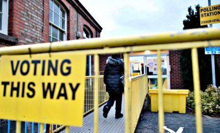 Elezioni Irlanda, spoglio in corso, sfida a 3 all'ultima scheda