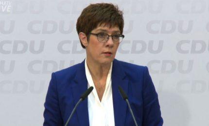AKK accusa Merkel e conferma: non mi candiderò nel 2021