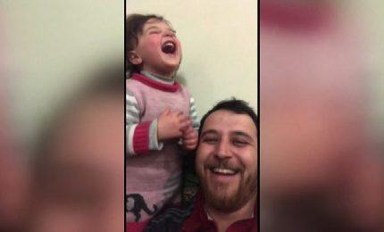 """""""Con mia figlia giochiamo a ridere delle bombe"""""""