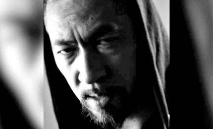 """Impazza il rap del finto cinese di Hyst: """"Ti tossisco in faccia"""""""