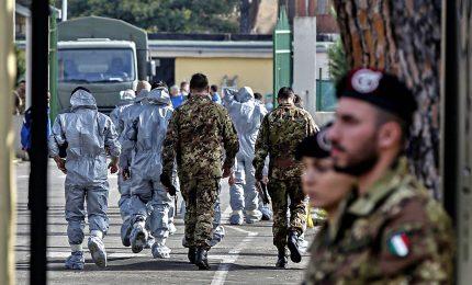 Coronavirus, inizia quarantena per gli 8 italiani provenienti da Wuhan. Salgono a 811 i morti in Cina, più della Sars