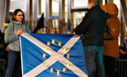 Scozia, manifestazione al Parlamento contro la Brexit