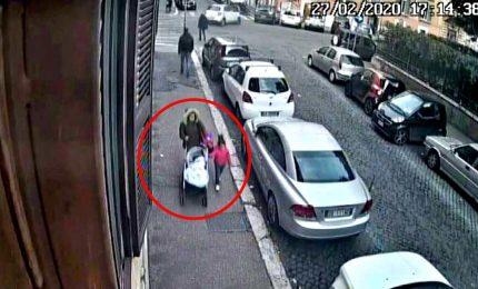 Abbandona il figlio in carrozzina, arrestata su un treno