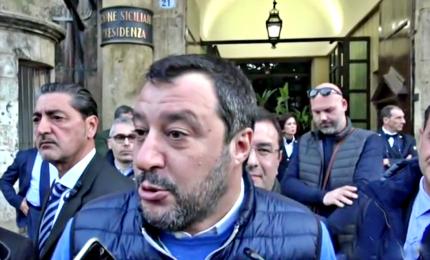 Salvini a Palermo, Sardine in piazza contro il leghista. Polemica con Orlando