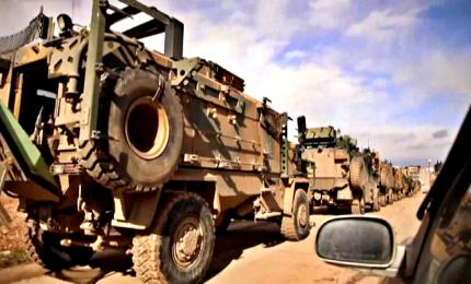 Siria, decine di blindati turchi diretti al fronte di Idlib