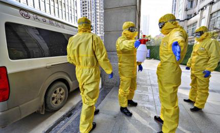 """Coronavirus, muore cinese nelle Filippine. In Cina, morti per contagio verranno cremati subito. In Italia """"va tutto bene"""""""