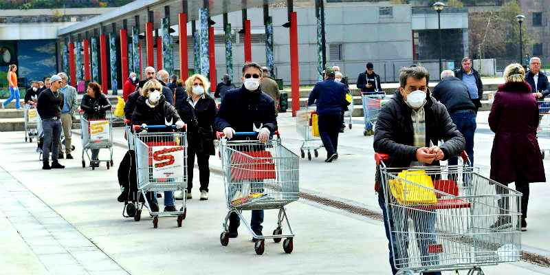 Coronavirus, supermercati aperti nel weekend. Ma in ordine sparso