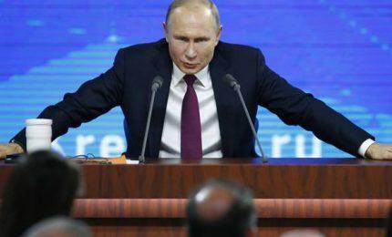"""Putin: """"Con il coronavirus siamo diventati tutti virologi"""""""