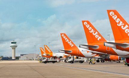 Coronavirus, EasyJet mette a terra tutta la flotta di aerei