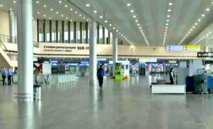 Mosca ai tempi del coronavirus, stop stranieri, aeroporto deserto