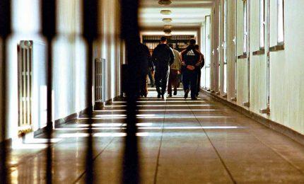 Coronavirus, carceri in rivolta. Tre morti a Modena, agenti sequestrati a Pavia