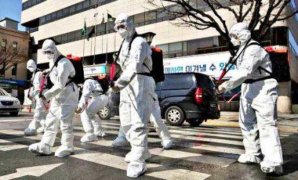 Coronavirus, l'esercito sud coreano disinfetta le strade di Seul