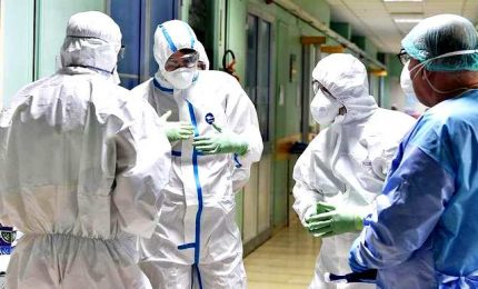 "Coronavirus, governo pronto a requisire presidi medici privati. Borrelli: ""Non serve se si mantiene la distanza di un metro"""