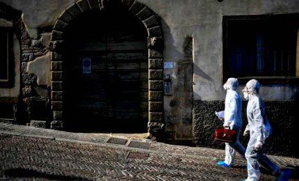 Coronavirus in Italia, continua il calo dei positivi e i casi gravi