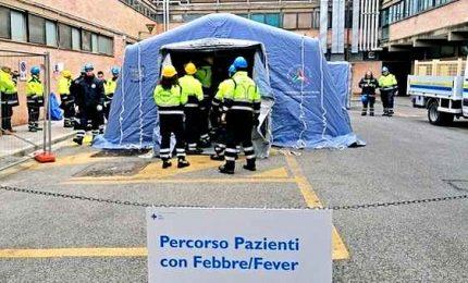 Coronavirus implacabile, torna a salire il numero dei morti. Ma calano i contagiati. Multe fino a 3mila euro