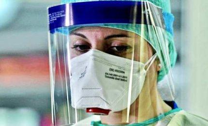 """Coronavirus in Italia, in 24 ore quasi 3 mila contagiati. """"Picco il 15 aprile, rinviare apertura scuole"""""""