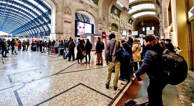 Coronavirus, Brusaferro: a Sud Italia si può evitare disastro. Sospesi treni notturni