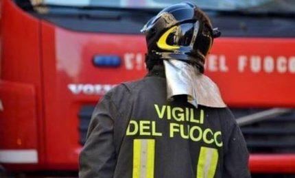 Incendio in fabbrica del Napoletano: un morto e due feriti