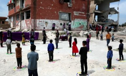 In Siria l'emergenza coronavirus ai bambini si spiega col gioco