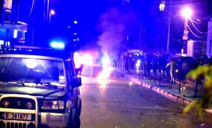 Libano, banche date alle fiamme nella seconda notte di proteste
