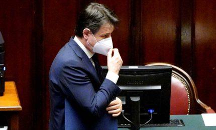 Conte incassa la riforma sul Mes. Ma Renzi avverte: pronti al no su Recovery