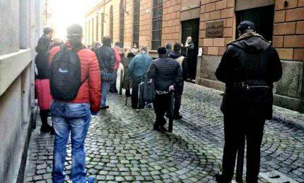 Code al Banco Pegni, immagini dell'Italia in crisi