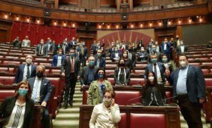 """""""Zecche, comunisti, fascisti"""": escalation di toni alla Camera"""