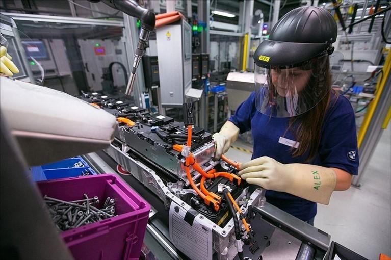 Manifatturiero eurozona a picco a marzo, Italia maglia nera