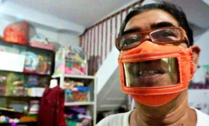 Le mascherine per comunicare coi non udenti: si vedono le labbra
