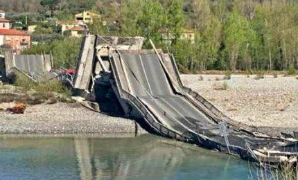 Crolla ponte sul Magra tra la Liguria e la Toscana, 2 mezzi coinvolti