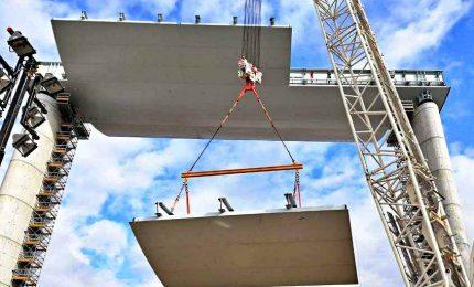 Al via sollevamento dell'ultima campata del nuovo ponte di Genova