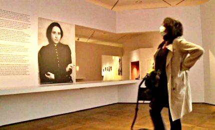 Mascherina e distanze, a Berlino apre mostra di Hannah Arendt