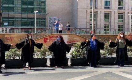 Fase 2, flash-mob degli avvocati a Palermo